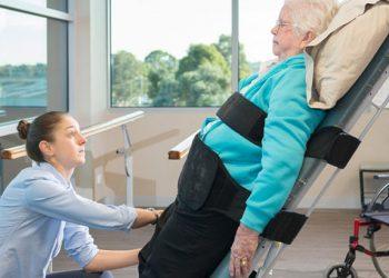 уход за пожилым после дтп